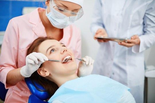 Hambaarstid: täiskasvanute hambaravihüvitis tuleks teha proteesihüvitise sarnaseks