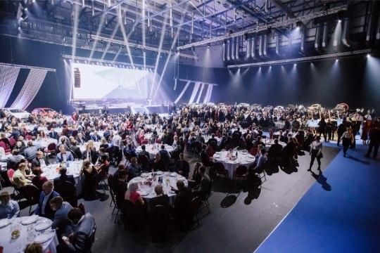 GALERII | Tänak ja Järveoja said ligi tuhandepealise publiku ees kätte kaks väärtuslikku autasu