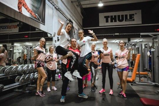 VIDEO | Seksikad fitness-tüdrukud tegid Kiivika valvsa pilgu all Õhtulehe Trennikooli jõuharjutusi