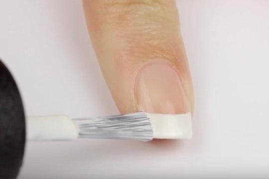 VIDEO & ÕPETUS! Kuidas teha täiuslikku Prantsuse maniküüri