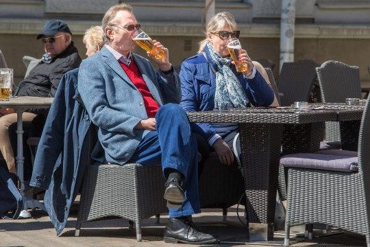 Õlle hinnad Raekoja platsil – kaheksa euro piir peagi käes!