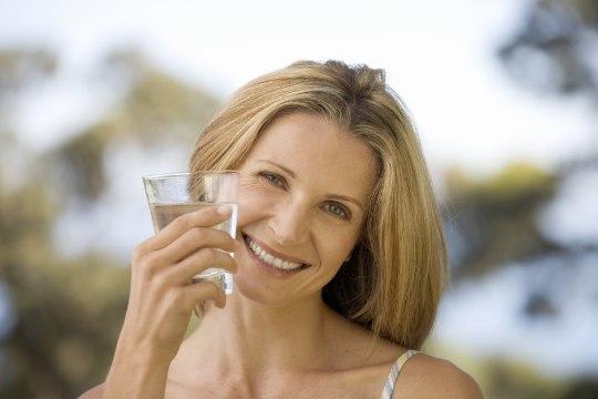 JOO VETT ÕIGESTI | Vett valesti juues võid hoopis kaalus juurde võtta!
