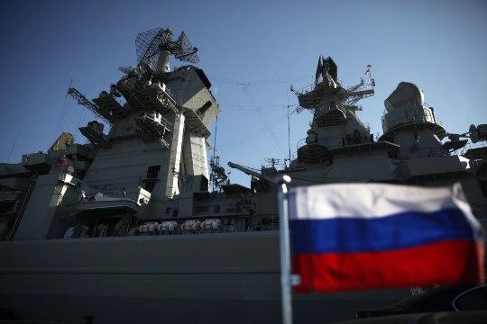 VIDEO | Lahinguristleja Pjotr Veliki jõudis Peterburgi