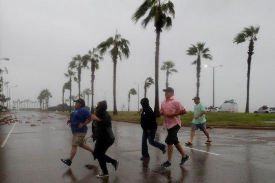 Ühendriikides möllab võimas orkaan: tuul puhub kuni 60 meetrit sekundis