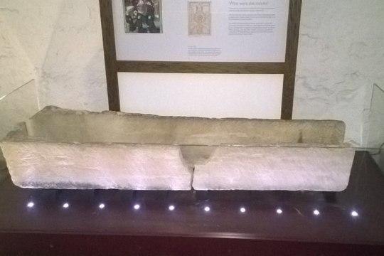 LAPSEGA MUUSEUMIS: ema-isa süül purunes sajanditevanune eksponaat