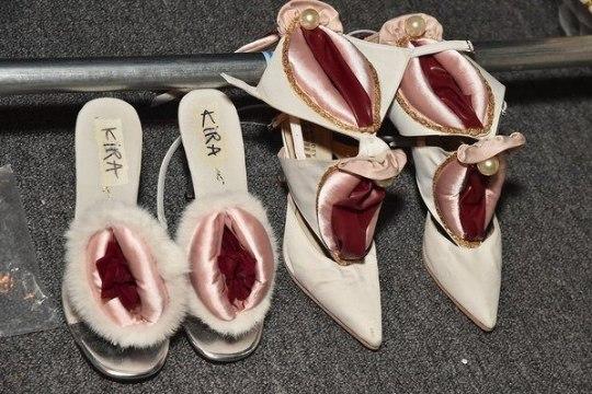 На Неделе моды в Нью-Йорке представили вагинальный дизайн одежды