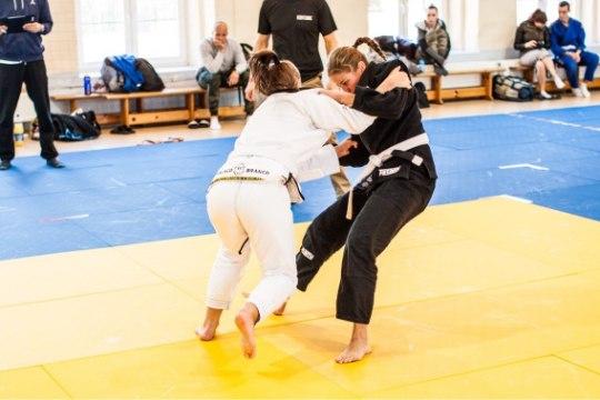 Võitleja Sandra Luik rahustab naisi: jiu-jitsus pole teiste löömist ega haiget saamist