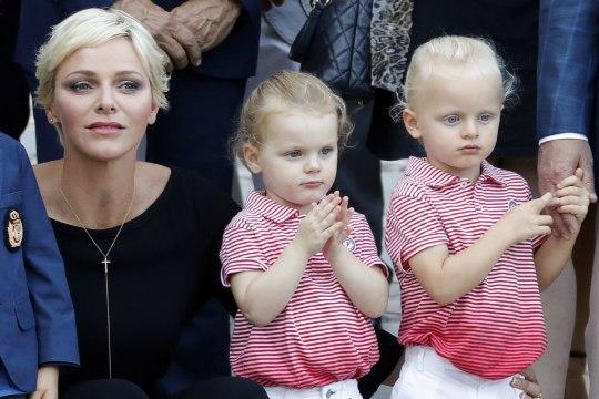 Monaco vürstinna näitas kaksikuid ja uut soengut