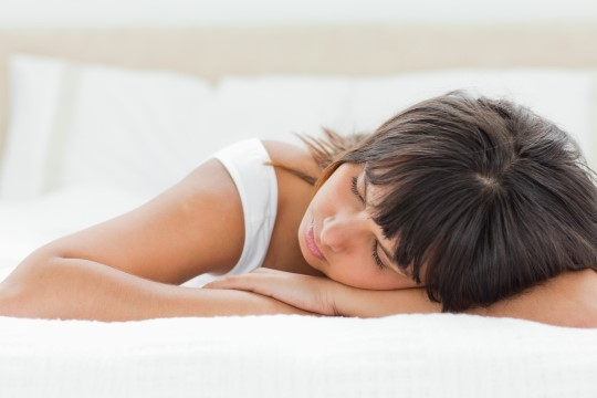 Ettevaatust! Kõhuli magamine kahjustab selga!