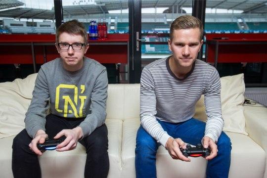ÕHTULEHE VIDEOLAHING | KES VÕIDAB? Kas virtuaalses jalgpallis võidutseb e-sportlane või Eesti koondise jalgpallur?
