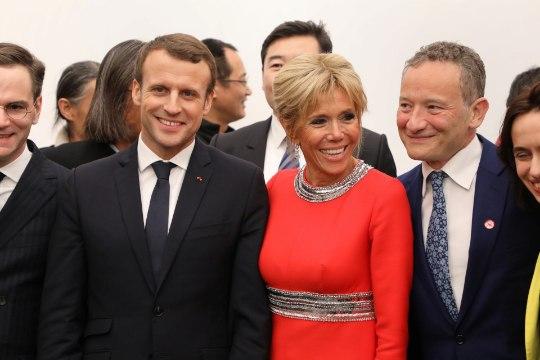 Президент Франции оказался автором эротического романа