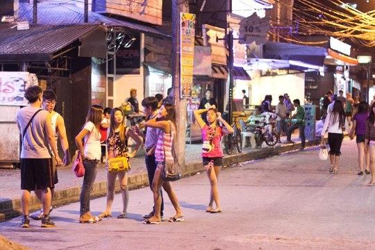 C Филиппин депортируют 19 россиянок, подозреваемых в проституции