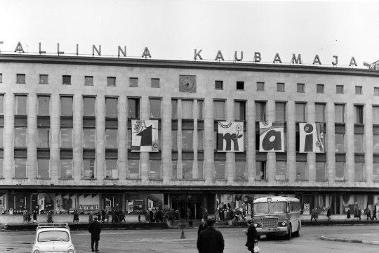 SADA SÜNDMUST, MIS MÕJUTASID EESTIT   30. koht: Tallinna kaubamajas töötamine ja ostmine oli staatuse näitajaks