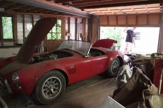 Hüljatud garaaž paljastas miljonite eest uunikumautosid