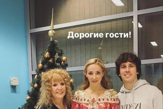 68-летнюю Пугачеву в гостях у Навки подняли на смех за нелепый вид