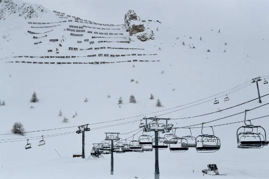 13 тысяч туристов отрезаны от мира на лыжном курорте в Швейцарии