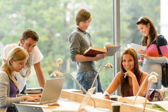 Регистрация на бесплатные курсы эстонского языка откроется в среду в полдень