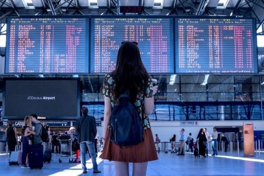 Сотрудники аэропорта заставили женщину показать грудь на досмотре