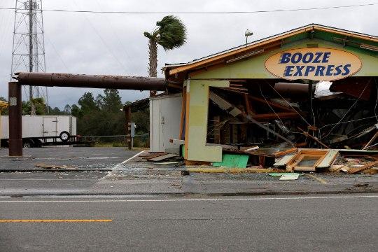 "ФОТО: Ураган ""Майкл"" разрушает Флориду"