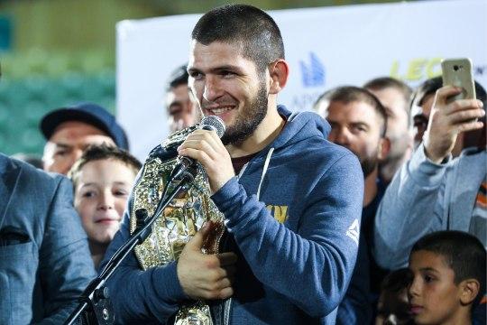 FOTO | Vaata, millise auto kinkis Tšetšeenia president Kadõrov MMA-võitlejale Nurmagomedovile!