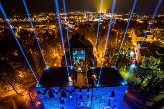 Suur valguspidu Tartu kesklinnas