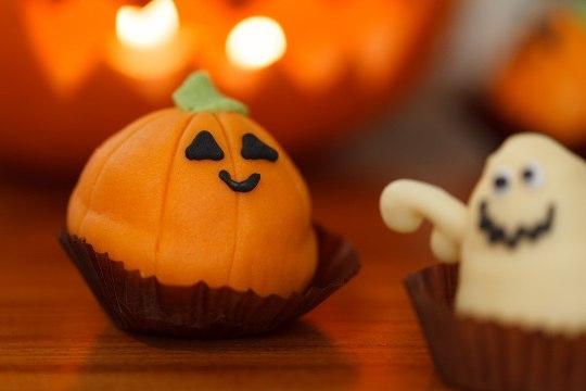 RETSEPTID: valmista halloweeniks silmatrühvlid või ämblikmuffinid