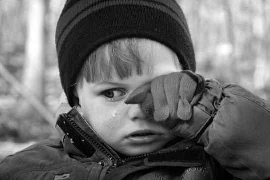 Soomes langes 3-aastane poiss rünnaku ohvriks. Teise lapse ema läks talle käsipidi kallale