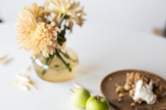 VIDEO | Pealt krõbe ja seest mahlane õunakrõbedik - nii valmis uues Nipiraamatus olev retsept