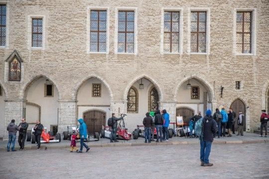 GALERII | Raekoja platsil näitasid oma ilu Eestis valmistatud vormeliautod