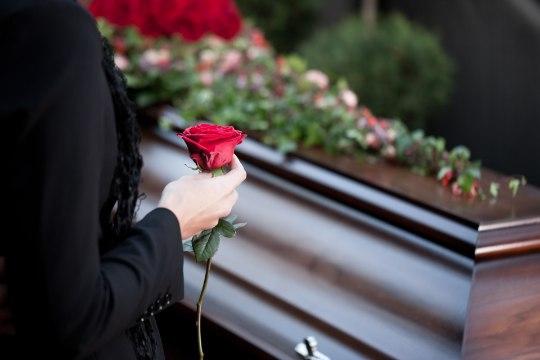 LAHKU REBITUD: mees tahab, et kõik näeksid ta naist ja last kirstus