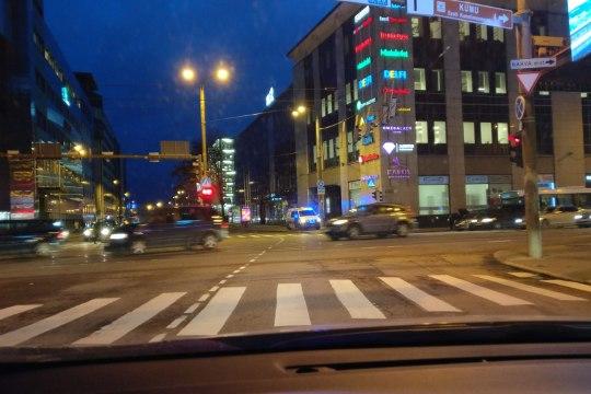 FOTOD | Tallinna kesklinnas sõitsid liinibuss ja sõiduauto kokku