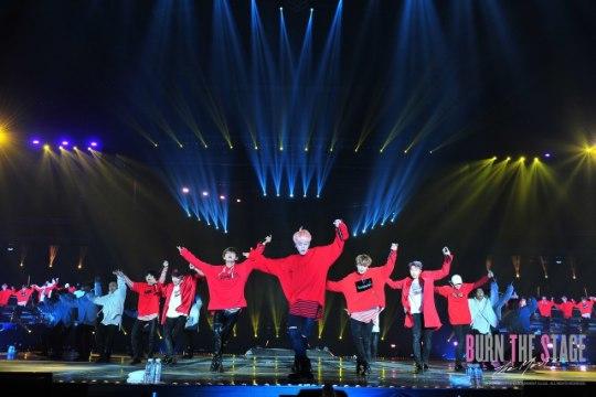 Lõuna-Korea poistebändi BTS kontsertfilm hullutab Eesti fänne