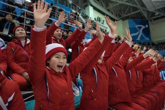 GALERII | Kas sport ongi kõikvõimas? Põhja- ja Lõuna-Korea poliitikud tegid hokimatšil ajalugu