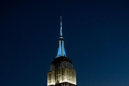 FOTO | New Yorgi kuulsaim hoone säras Eesti lipu värvides