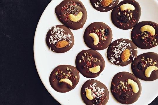 Tee ise: mendiants ehk šokolaadimedaljonid