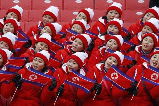 ÕL OLÜMPIAL   Põhja-Korea tantsutüdrukud - olümpia rokkstaarid