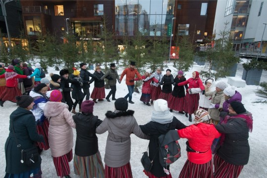 GALERII ja VIDEO |  Rahvatantsijad tantsisid EV sünnipäevanädala avatuks!