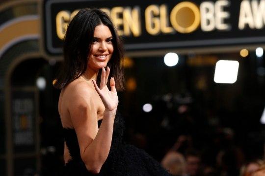 FOTOD   TOHOH! Teletäht Kendall Jenner heitis riided seljast