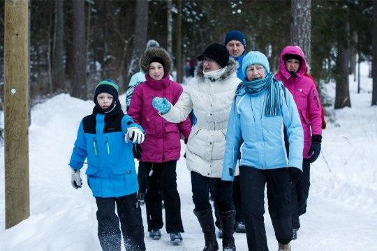 Eesti sünnipäeva puhul tehti maakerale poolteist ringi peale