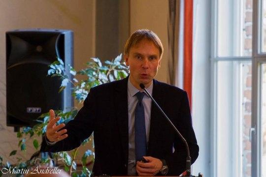 Кросс назвал закупку контента у ПБК угрозой безопасности Эстонии