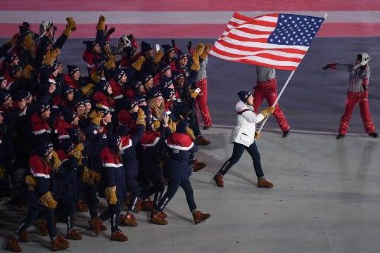 GALERII | Saskia Alusalu tõi Eesti lipu olümpiastaadionile, venelased marssisid anonüümsetena