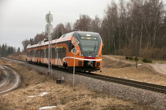 SÜDANTSOOJENDAV: vedurijuht peatas rongi, et võõrkeelne hädas reisija pääseks koju!