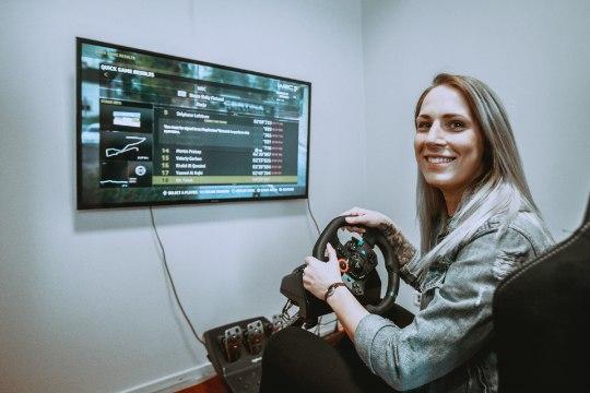 ÕL VIDEO   Jalgpallur Eneli Kutter WRC-auto roolis: tundub nagu ma sõidaksin aeglaselt, aga tegelikult ... sõidangi aeglaselt