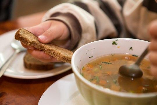 LASTEAEDNIK: kurb on, kui laps vaatab pealt, kuidas teised söövad. Ja ma ei tea, kas ta kodus on kõhu täis saanud või mitte!