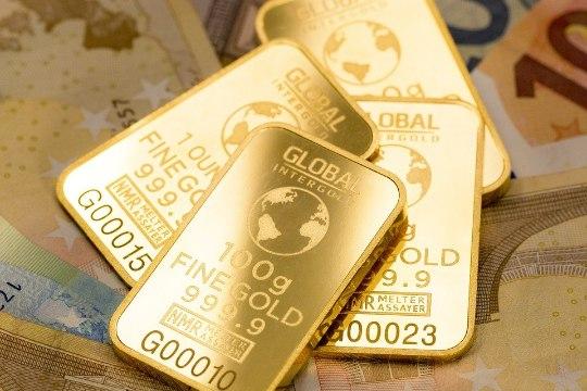 В Домодедово у самолета пробило дно золотыми слитками