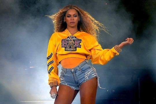 Beyoncé esines Coachella festivalil koos oma endise bändiga