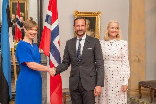 GALERII | President Kaljulaid kutsus Norra kuningliku paari pidulikule õhtusöögile