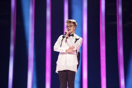 Eurovisioni proovis selga vigastanud Tšehhi laulja ignoreeris arstide soovitust ja tegi eurolaval siiski saltot!