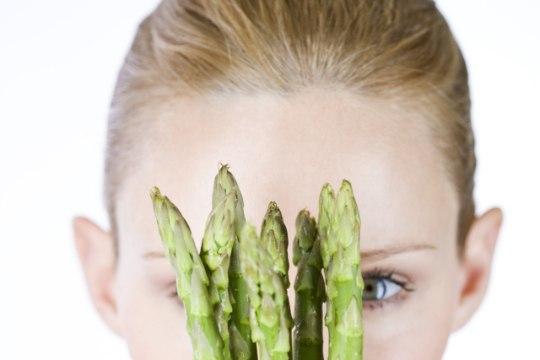 KEVADEL PARIM: kümme põhjust, miks peaksid oma tervise nimel sparglit sööma