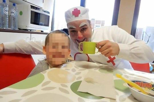 Клоун заставил детей смотреть, как он убивает их маму, и транслировал это в Сеть